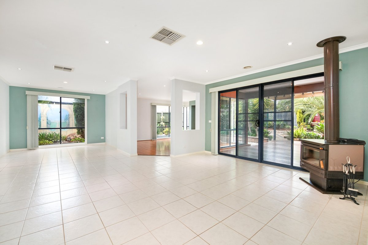 10 Liverpool Court Narre Warren South - Photo 3