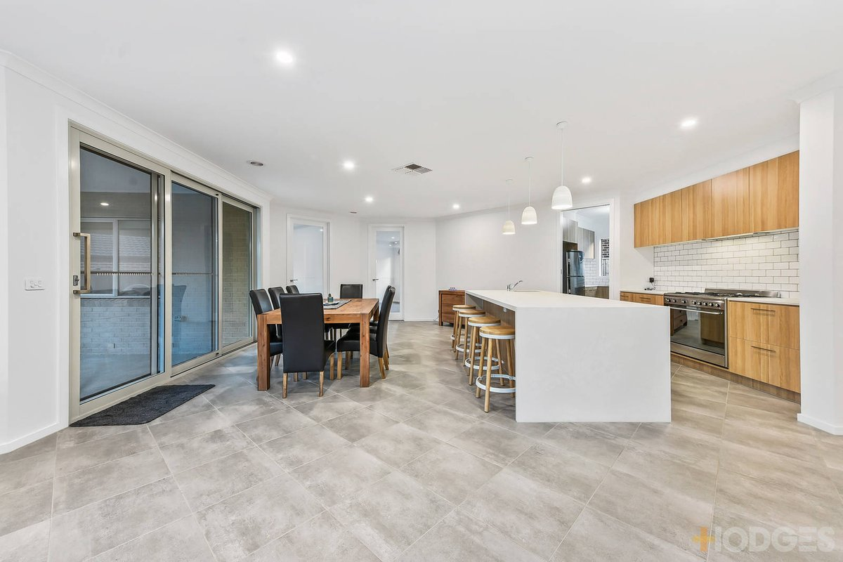 58 Rathberry Circuit Clyde North - Photo 8