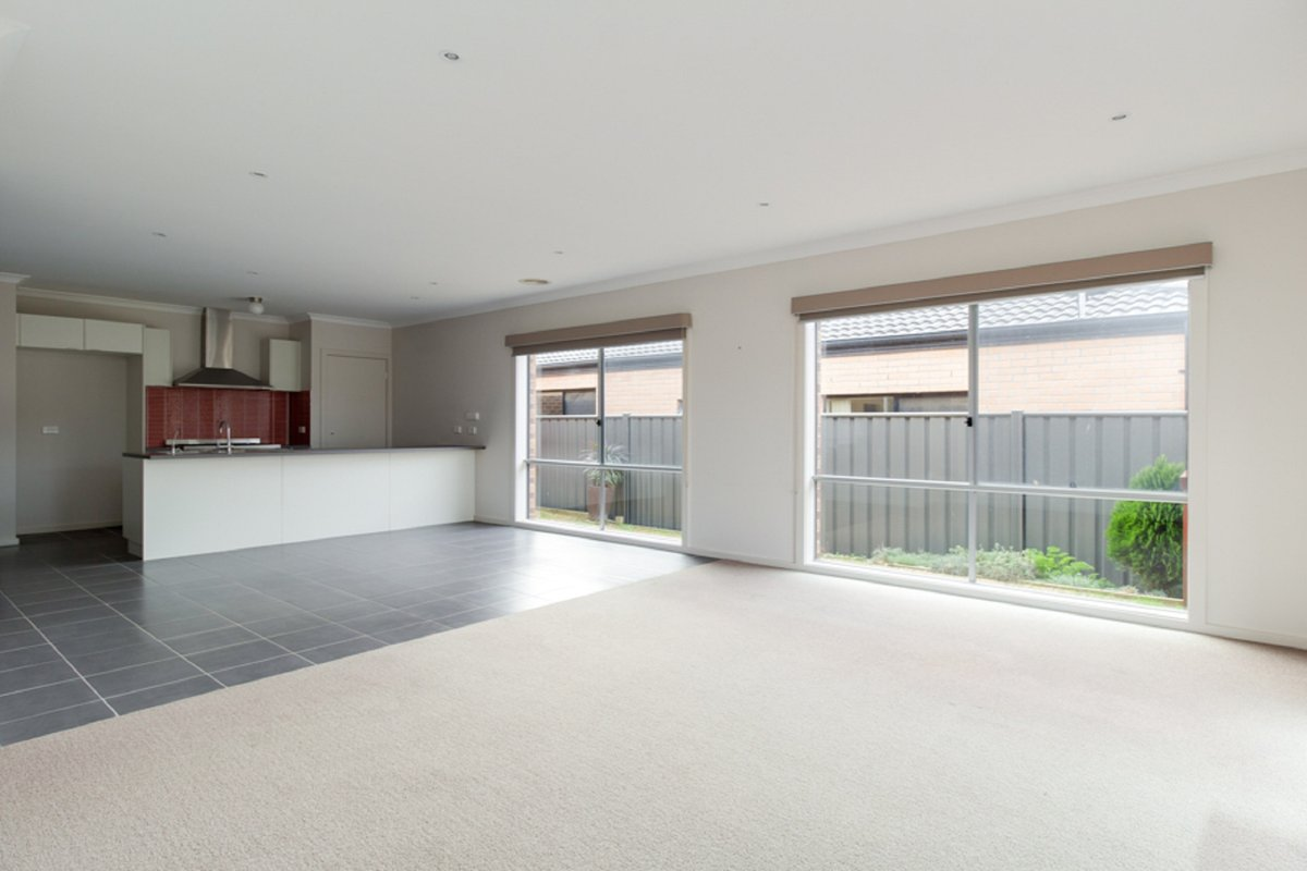 6 Karlson Way Cranbourne North - Photo 2