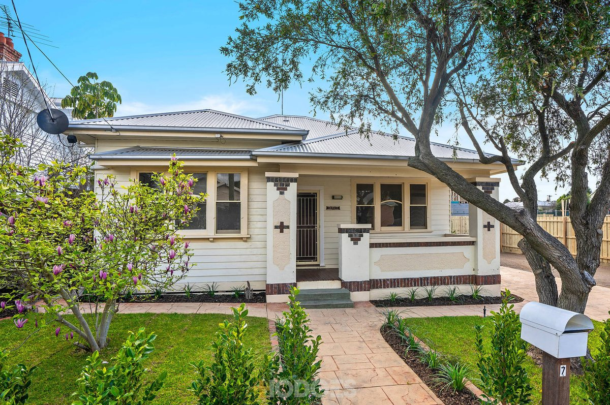 7 Pineville Avenue Geelong West - Photo 1
