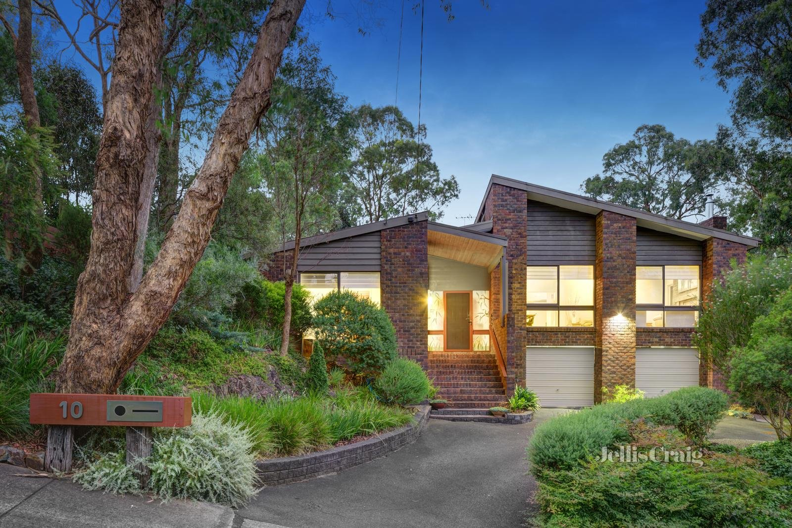 10-11 Milton Close, Warrandyte - Print Image 1