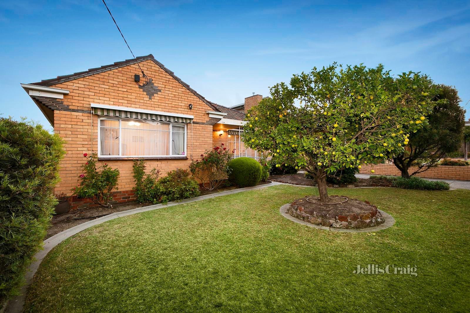 29 Magdala Avenue, Strathmore - Image 1