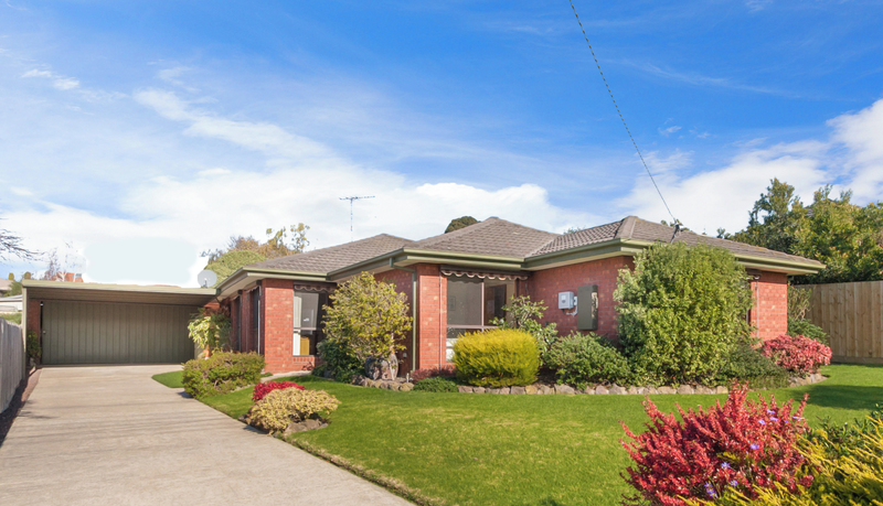4 BEDROOM FAMILY HOME ON A LARGE BLOCK !!