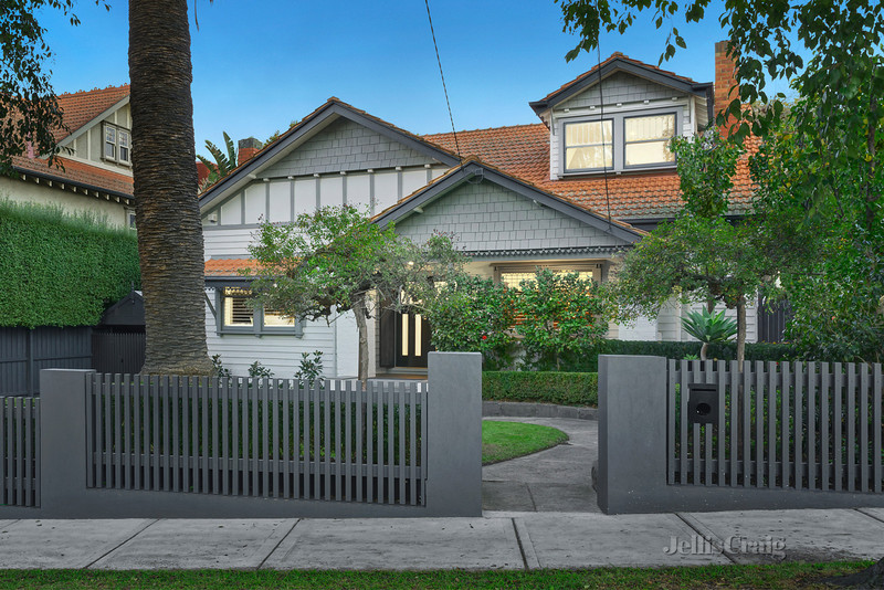 11 Wahroongaa Crescent