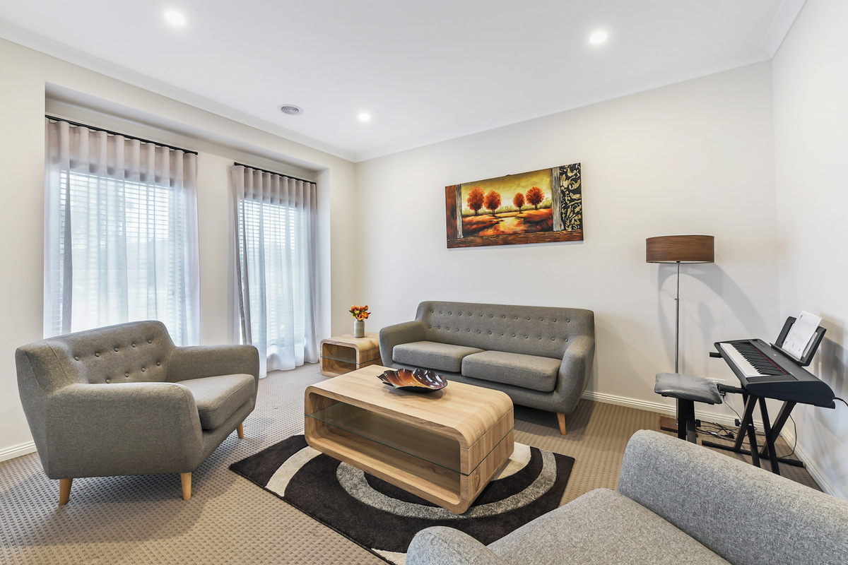 111 Wheelers Park Drive Cranbourne North - Photo 2