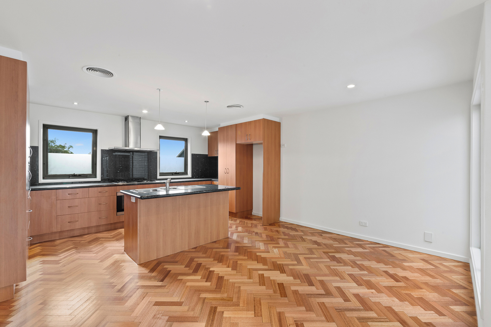 245A The Boulevard, Port Melbourne 3207 - Image 2