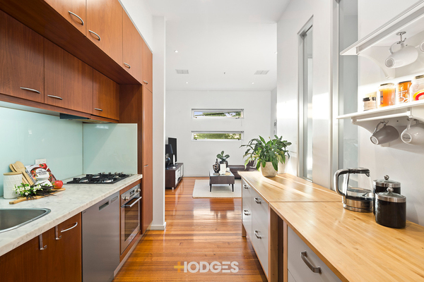 2/79-80 Beach Road Sandringham