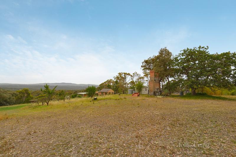 310 Kangaroo Ground Warrandyte Road