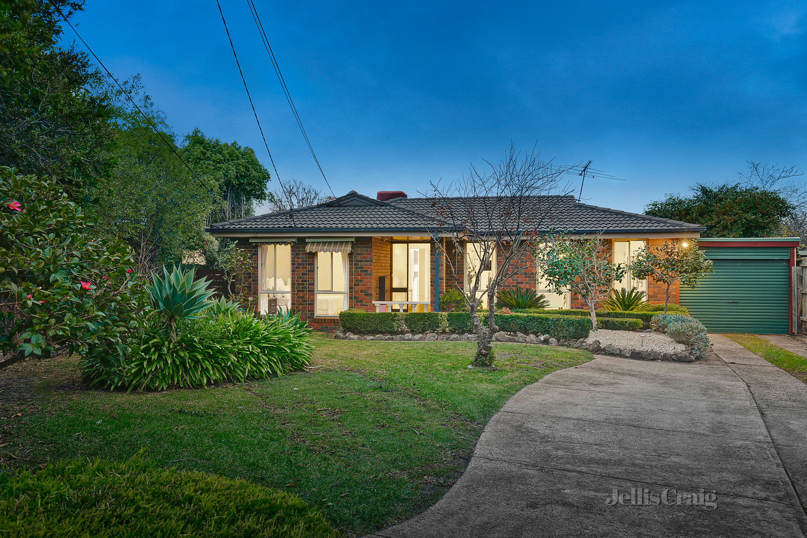 6 Bottlebrush Court, Wheelers Hill  - Print Image 1