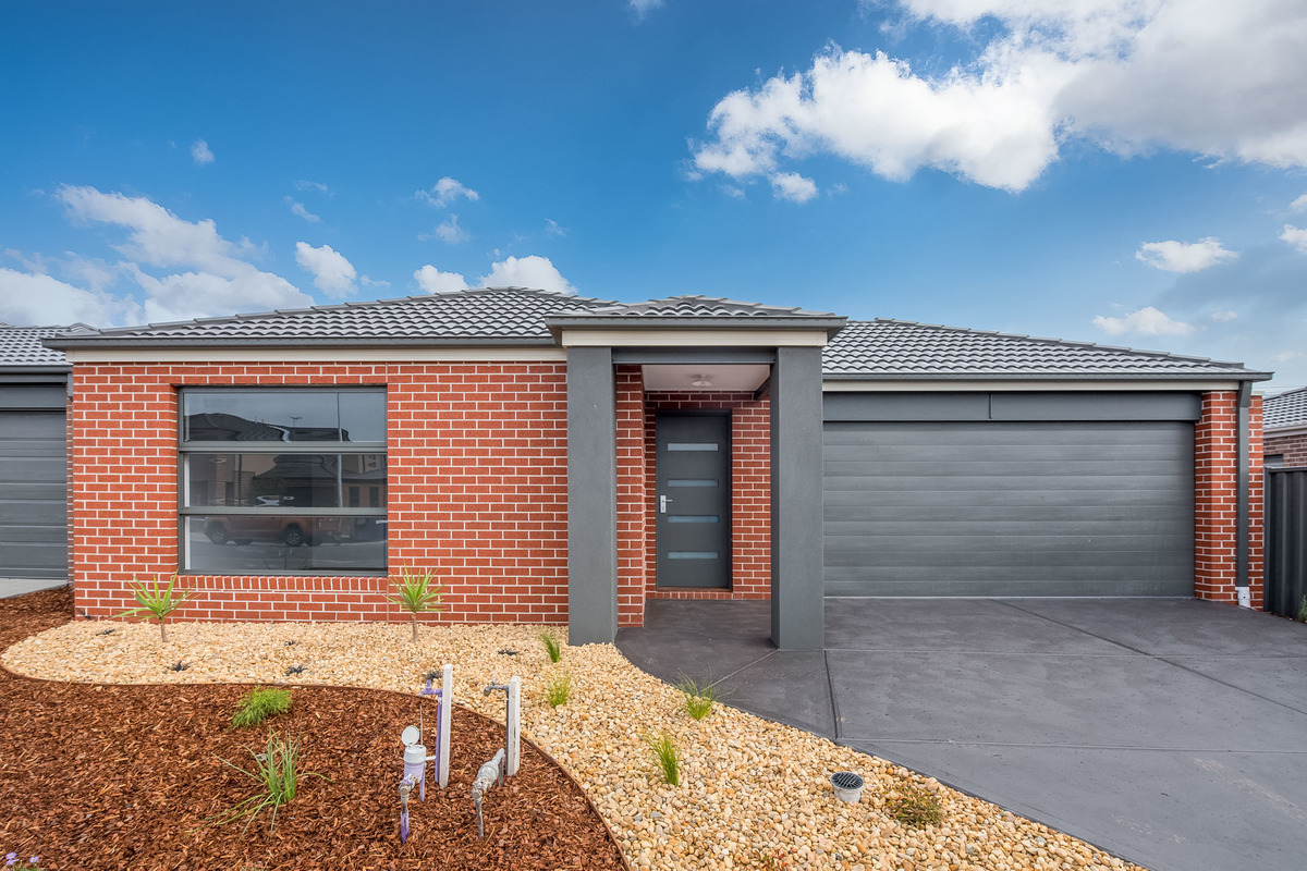 99 Nelson Street Cranbourne East - Photo 1